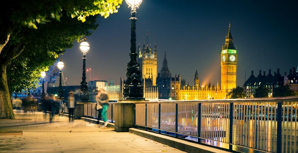 il-cacciatore-di-scoop-london-view-love-couple
